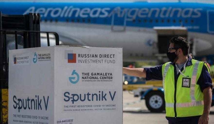 Arriba un avión de Aerolíneas Argentinas con 800.000 dosis 1 de Sputnik V -  Semanario de Junín